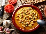 Рецепта Крем супа от нахут с чесън и доматена паста